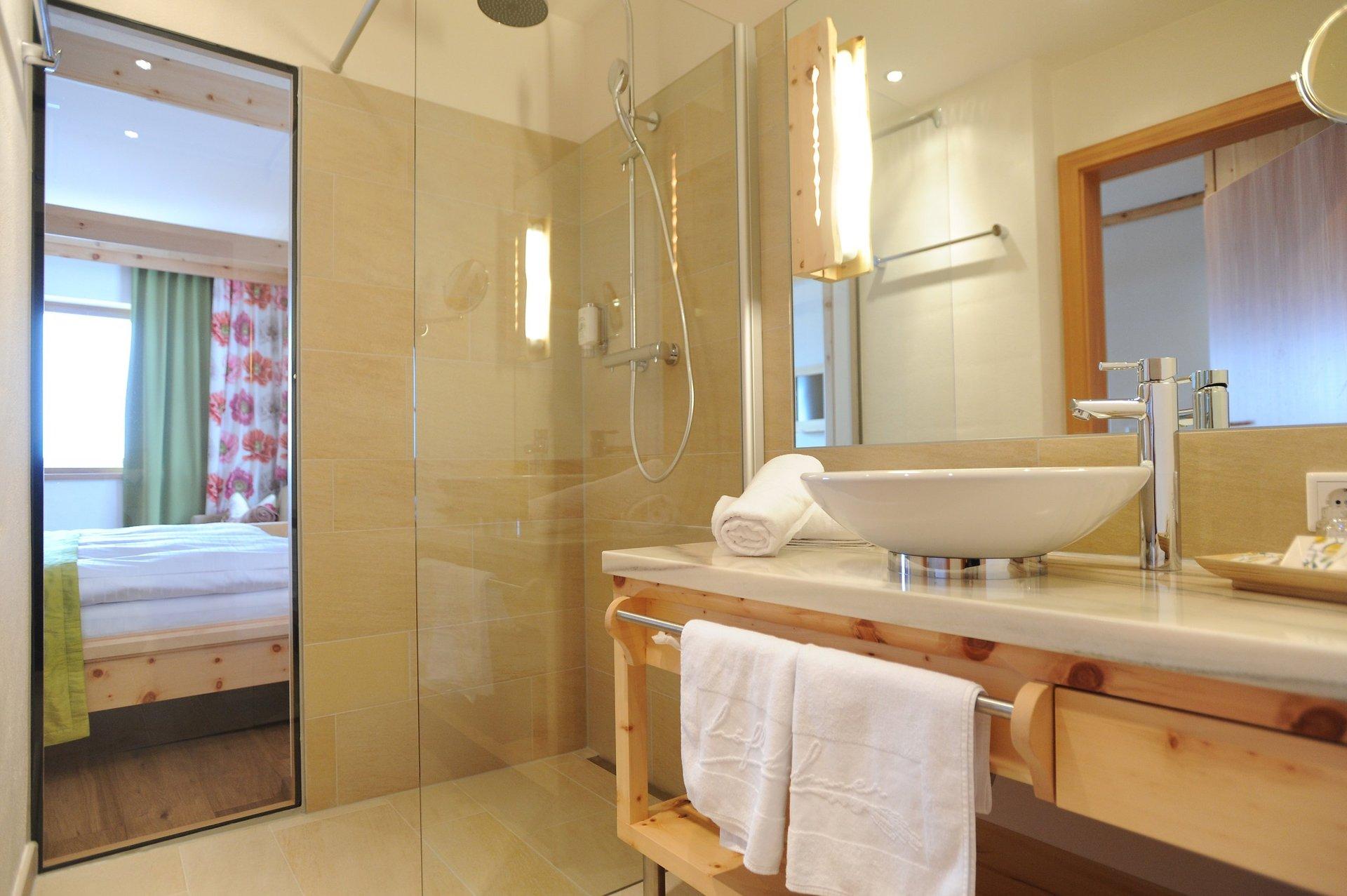 Badezimmer Dekoration Rot : Rot Wei? Badezimmer ...